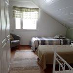 Yläkerran makuuhuone oikea